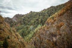 Montanhas de Bucegi, parte de Carpathians do sul Foto de Stock