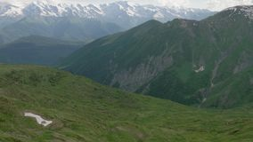 Montanhas de Cáucaso - área dos lagos Koruldi, Mestia, Geórgia vídeos de arquivo