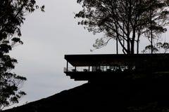 MONTANHAS DE CAMERON, MALÁSIA, O 6 DE ABRIL DE 2019: O centro do chá de BOH Sungai Palas oferece a vista cênico com café e loja foto de stock