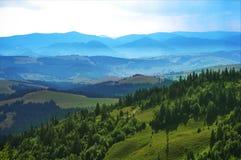 Montanhas de Carpathians imagem de stock