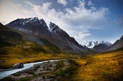 Montanhas de Cazaquistão fotos de stock royalty free
