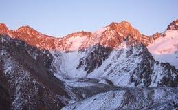Montanhas de Cazaquistão Juventude máxima Fotos de Stock Royalty Free