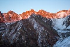 Montanhas de Cazaquistão Juventude máxima Imagens de Stock