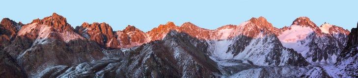 Montanhas de Cazaquistão Juventude máxima Fotos de Stock