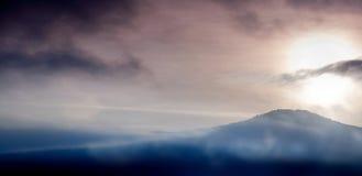 Montanhas de Crimeia no por do sol foto de stock