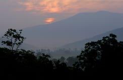 Montanhas de cume azul Fotografia de Stock