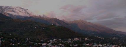 Montanhas de Dhauladhar foto de stock royalty free