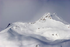 Montanhas de Elbrus fotografia de stock royalty free