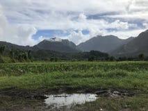 Montanhas de Hanalei após um dia nebuloso chuvoso fotografia de stock royalty free
