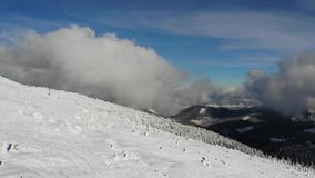 Montanhas de Karpatiang, inverno video estoque