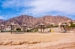 Montanhas de negligência da praia Foto de Stock