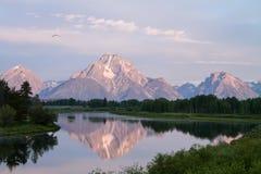 Montanhas de negligência de Teton da participação da curvatura de Oxbow Fotos de Stock Royalty Free