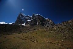 Montanhas de Peru fotografia de stock royalty free