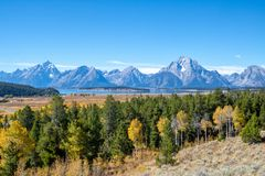 Montanhas de Teton em Autumn Day claro foto de stock royalty free