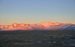 Montanhas de Tien Shan no por do sol Imagem de Stock