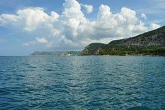 Montanhas do céu do mar Fotografia de Stock Royalty Free
