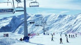 Montanhas do esqui dos povos video estoque