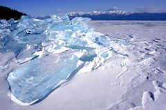 Montanhas do gelo no Lago Baikal Imagens de Stock Royalty Free