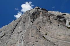 Montanhas do granito no vale do ³ de CochamÃ, região dos lagos do Chile do sul imagens de stock