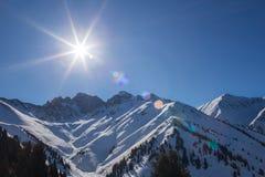 Montanhas do inverno em Ak Bulak, Almaty, Kazakhstan fotografia de stock royalty free
