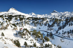 Montanhas do inverno perto da estância de esqui Pierre Saint Martin foto de stock royalty free