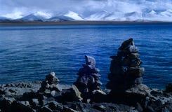 Montanhas do lago & do nyainqentanglha Nam co Fotografia de Stock Royalty Free