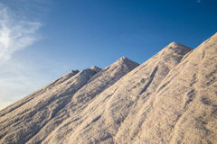 Montanhas do sal do mar Fotos de Stock Royalty Free