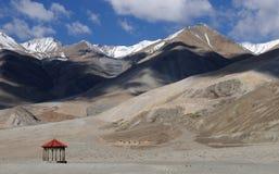 Montanhas do Tso de Pangong Fotografia de Stock