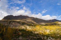 Montanhas do vale no outono, Paquistão do norte de Hunza Imagens de Stock Royalty Free