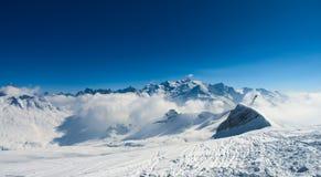 Montanhas dos cumes do inverno Imagens de Stock Royalty Free