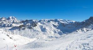 Montanhas dos cumes do inverno Fotografia de Stock