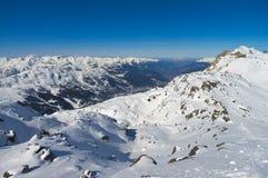 Montanhas dos cumes do inverno Imagens de Stock