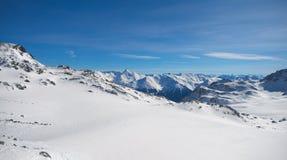 Montanhas dos cumes do inverno Foto de Stock Royalty Free