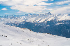 Montanhas dos cumes no inverno Foto de Stock Royalty Free