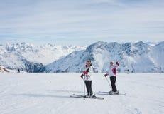 Montanhas dos esquiadores Imagens de Stock