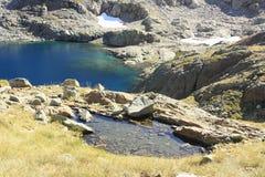 Montanhas e água no vale de Tena, Pyrenees Panticosa Fotos de Stock Royalty Free