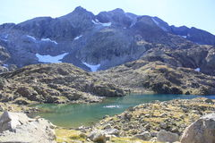 Montanhas e água no vale de Tena, Pyrenees Panticosa Fotografia de Stock Royalty Free