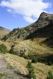 Montanhas e água no vale de Tena, Pyrenees Urdiceto Foto de Stock