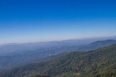 Montanhas e céu azul Imagens de Stock