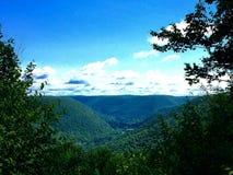 Montanhas e céu azul Imagem de Stock Royalty Free