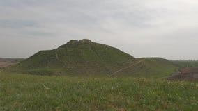 Montanhas e grama arenosas do ver?o video estoque