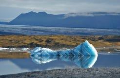 Montanhas e iceberg Fotografia de Stock