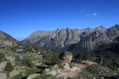 Montanhas e lago Imagem de Stock