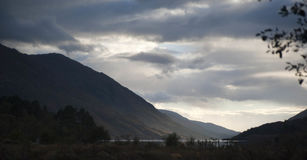 Montanhas e lago Fotos de Stock