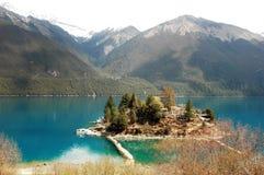 Montanhas e lago da neve Fotografia de Stock Royalty Free
