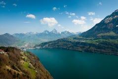 Montanhas e lago de Mythen lucern fotografia de stock