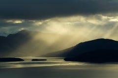 Montanhas e luzes imagens de stock