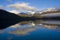 Montanhas e mar Imagens de Stock Royalty Free