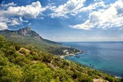 Montanhas e mar Imagens de Stock