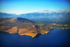 Montanhas e mar Fotografia de Stock Royalty Free